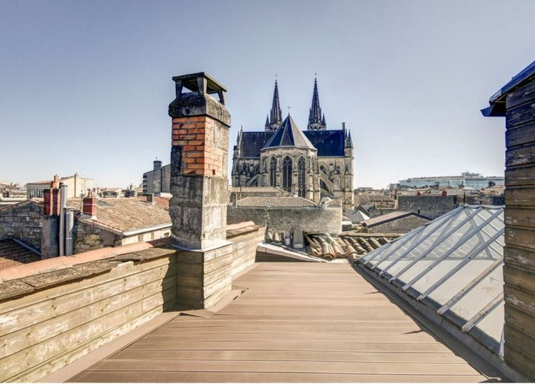 Bordeaux downtown - a bright duplex with its sunny rooftop. - Bordeaux downtown - a bright duplex with its sunny rooftop.